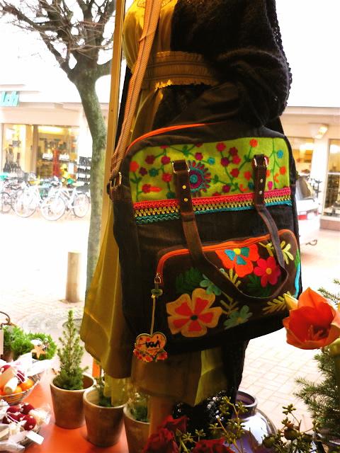 Handtasche mit Blüten
